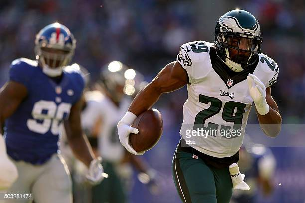 DeMarco Murray of the Philadelphia Eagles runs the ball for a 54 yard touchdown in the first quarter against the New York Giants during their game at...
