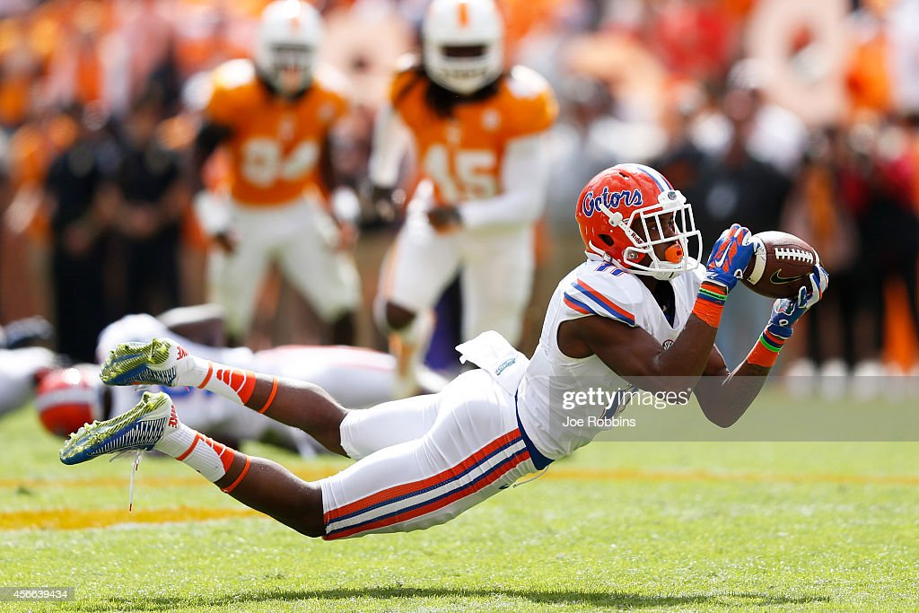 Demarcus Robinson #11 of the Florida Gators dives to make a reception during the first half of the game against the Tennessee Volunteers at Neyland Stadium on October 4, 2014 in Knoxville, Tennessee.