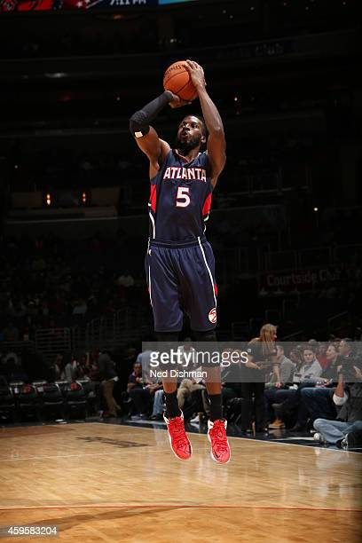 DeMarre Carroll of the Atlanta Hawks shoots against the Washington Wizards on November 25 2014 at the Verizon Center in Washington DC NOTE TO USER...