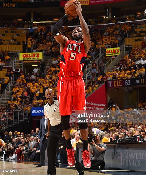 DeMarre Carroll of the Atlanta Hawks shoots the ball against the Cleveland Cavaliers at the Quicken Loans Arena During Game Four of the Eastern...