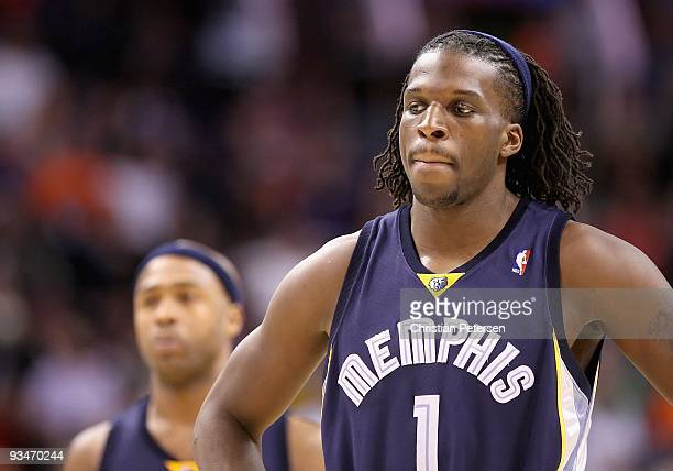 DeMarre Carroll of the Memphis Grizzlies during the NBA game against the Phoenix Suns at US Airways Center on November 25 2009 in Phoenix Arizona The...