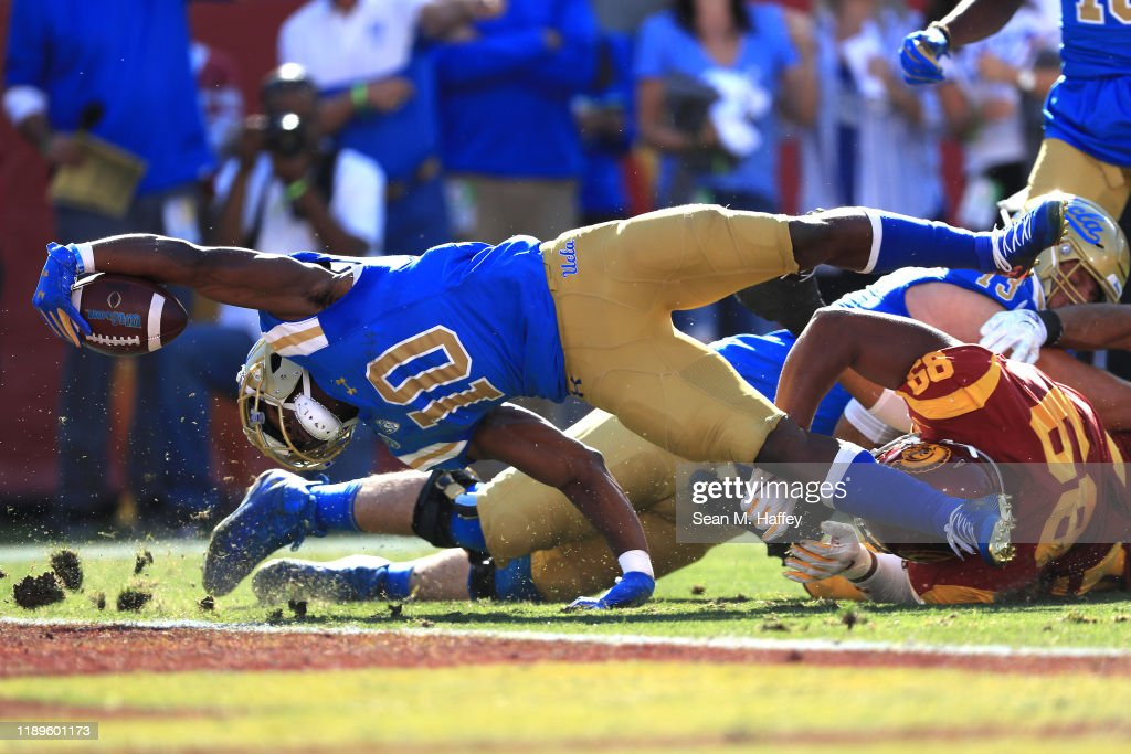 UCLA v USC : News Photo
