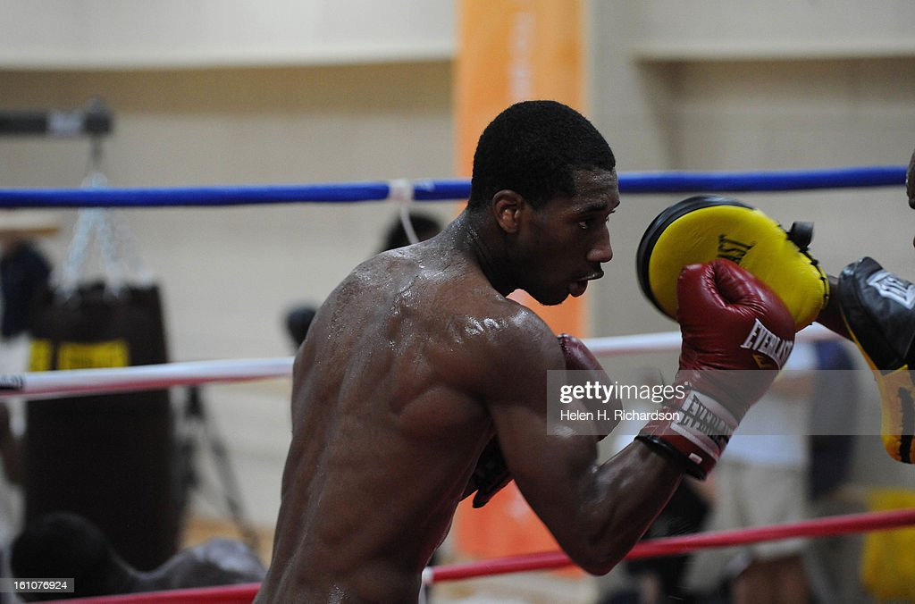 (HR) ABOVE: Demetrius Andrade, 152lbs welterweight, works up a sweat with coach Basheer Abdullah. Andrade is the 2007 World Champion, 2007 Pan American Games Silver Medalist, two-time National Champion and two-time Golden Gloves champion. He hopes to brin : News Photo