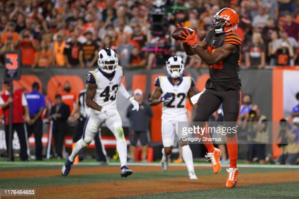 Demetrius Harris of the Cleveland Browns catches a third quarter touchdown pass in front of John Johnson and Marcus Peters of the Los Angeles Rams at...