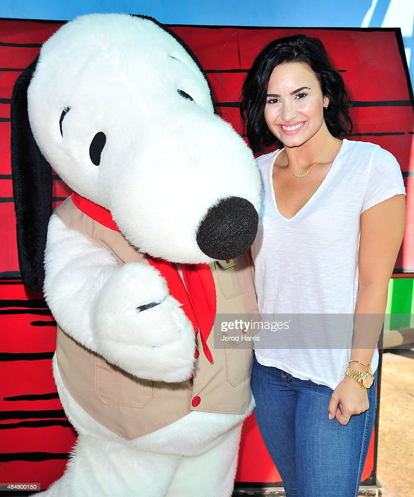 Demi Lovato Celebrates Her Birthday At Knott's Berry Farm With Wilmer Valderrama : News Photo