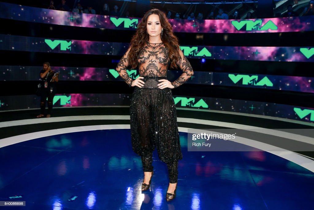 Demi Lovato attends the 2017 MTV Video Music Awards at The Forum on August 27, 2017 in Inglewood, California.
