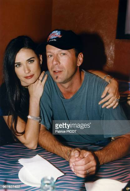 Demi Moore et Bruce Willis lors de l'ouverture du Planet Hollywood à Paris le 31 aout 1995 France