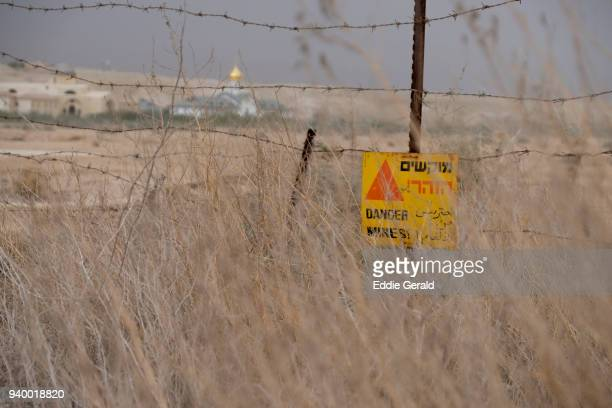 demining landmines start in a monasteries area in jordan valley israel - 地雷除去者 ストックフォトと画像