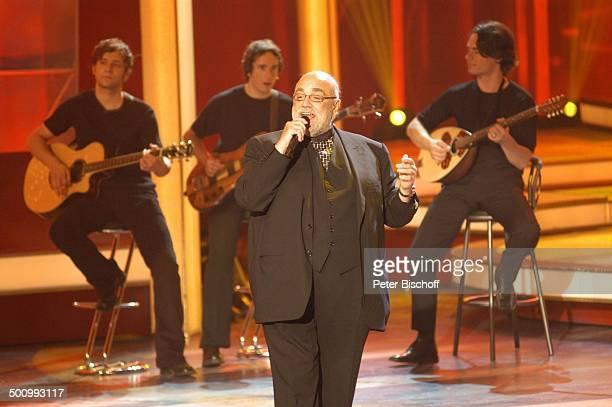 Demis Roussos BackgroundMusiker ZDFShow Willkommen bei C a r m e n N e b e l Dornbirn/ Österreich PNr 755/2005 Messestadion Bühne Auftritt Mikrofon...