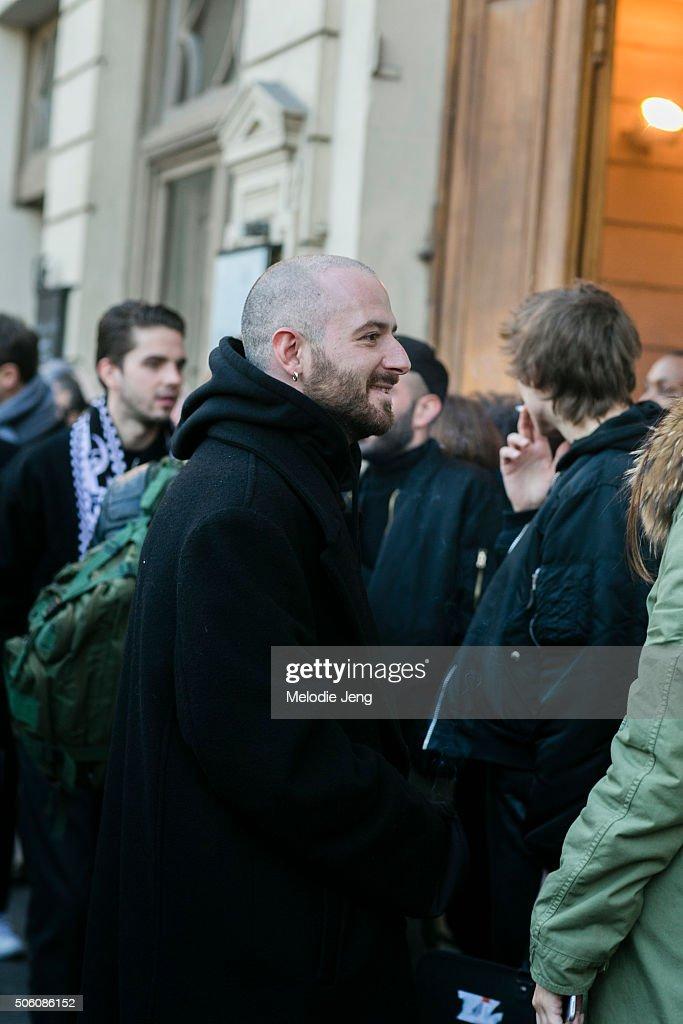 Street Style : Paris Fashion Week - Menswear Fall/Winter 2016/2017 : Day Two : News Photo