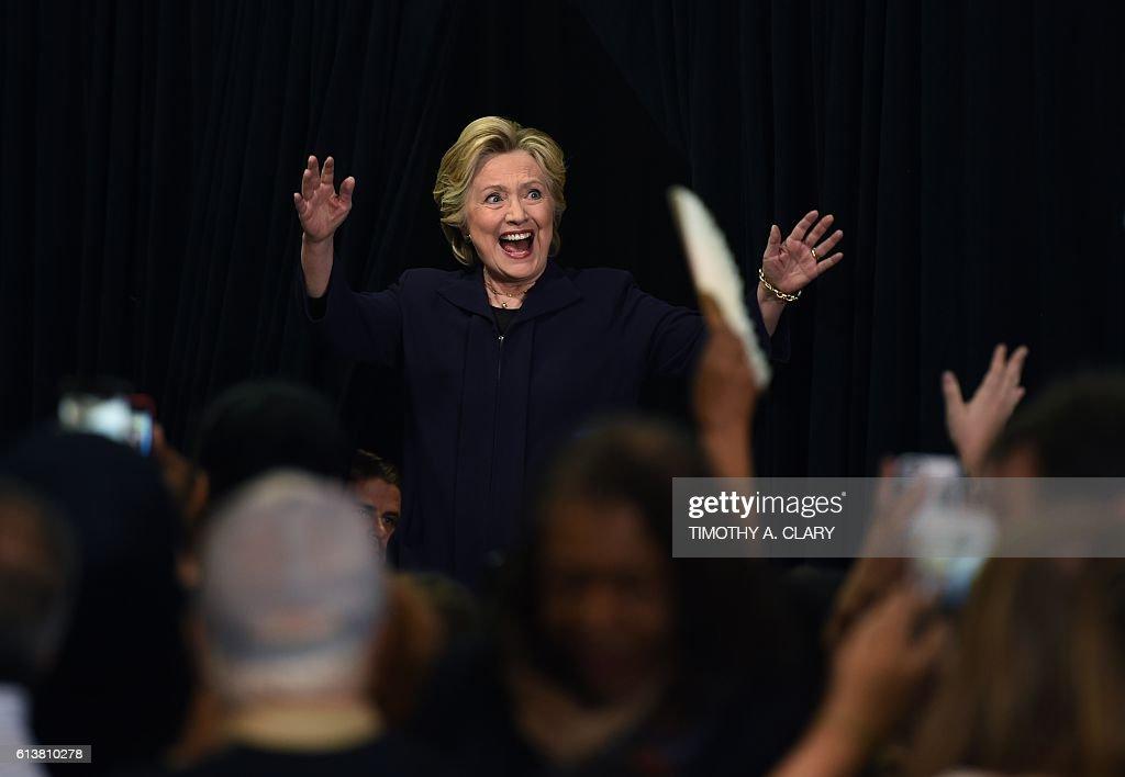Democrat presidential nominee Hillary Clinton arrives at a rally at Wayne State University in Detroit, Michigan October 10, 2016. / AFP / TIMOTHY