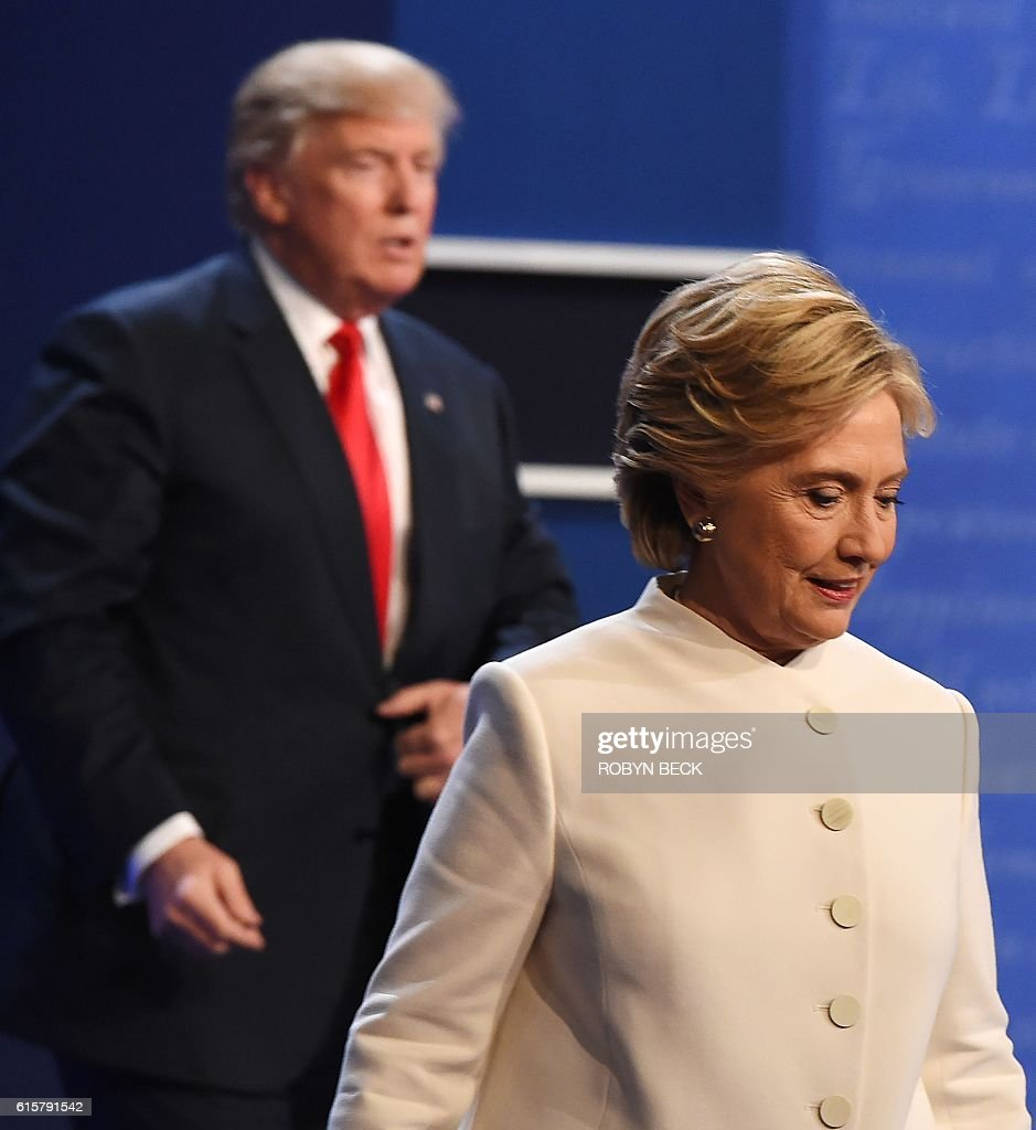 Democratic nominee Hillary Clinton (R) and Republican nominee Donald Trump walk off the stage after the final presidential debate at the Thomas & Mack Center on the campus of the University of Las Vegas in Las Vegas, Nevada on October 19, 2016. / AFP / Robyn Beck