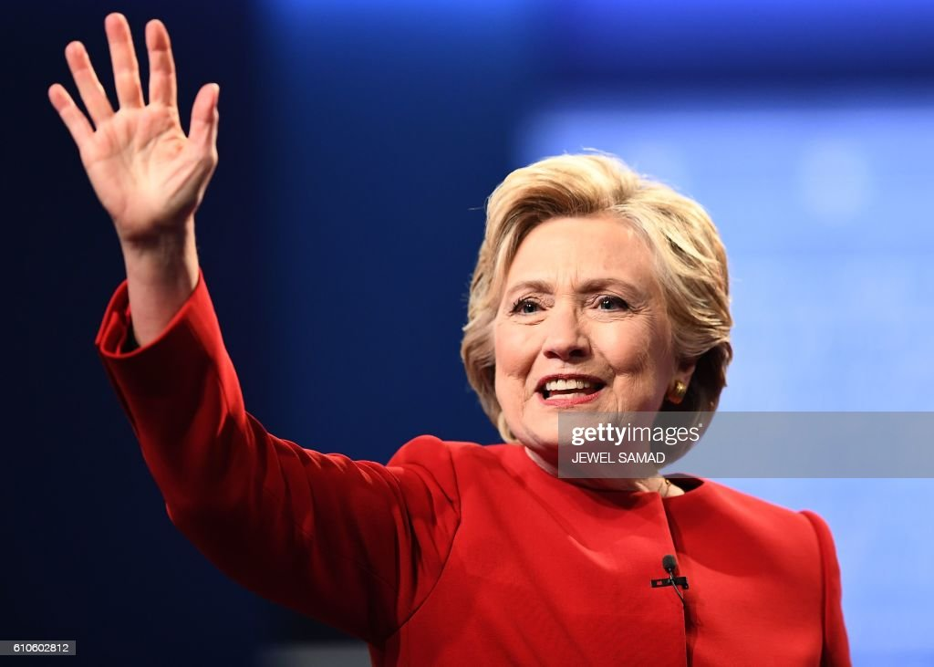 TOPSHOT - Democratic nominee Hillary Clinton waves after the first presidential debate at Hofstra University in Hempstead, New York on September 26, 2016. / AFP PHOTO / Jewel SAMAD