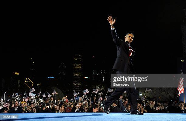 Democratic presidentelect Barack Obama waves to the crowd after winning the US presidential elections at an election night rally in Grant Park in...