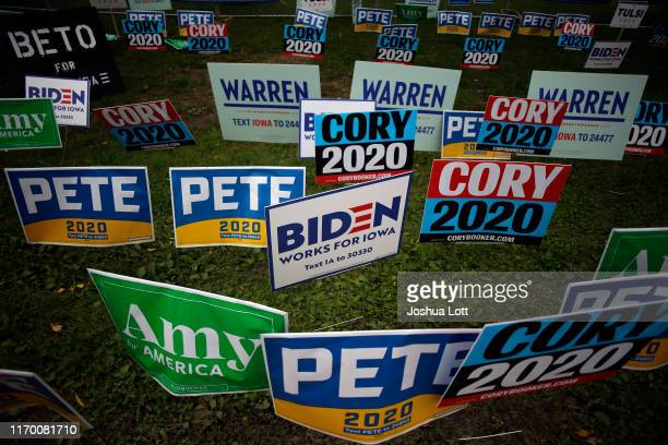 Democratic presidential campaign signs are displayed during the Democratic Polk County Steak Fry on September 21 2019 in Des Moines Iowa Seventeen...