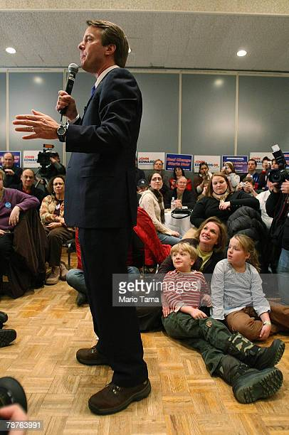 S Democratic presidential candidate and former Senator John Edwards campaigns with his son Jack wife Elizabeth and daughter Emma Claire at a campaign...