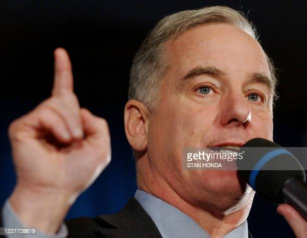 Democratic presidential candidate and former Vermont governor Howard Dean makes as he answers supporters questions, 20 January 2004, after a speech...