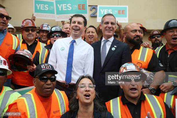 Democratic presidential candidate and South Bend Indiana Mayor Pete Buttigieg and Los Angeles Mayor Eric Garcetti pose with labor union workers at a...