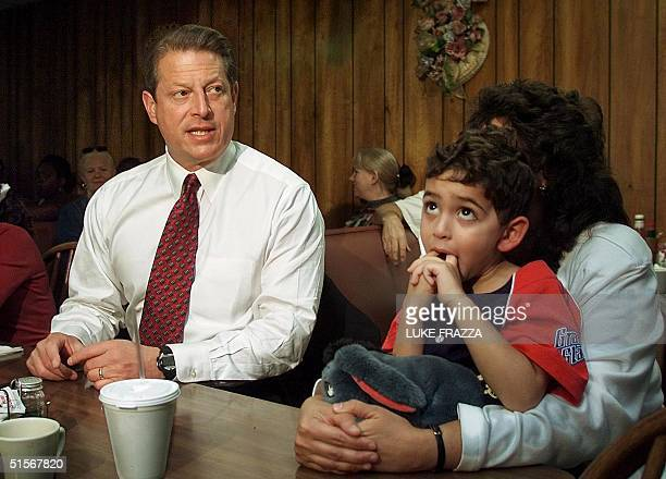 Democratic presidential candidate and US Vice President Al Gore talks about health care in the Medicine Shoppe Pharmacy with Mary Ann Shapiro and her...
