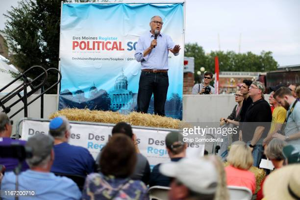 Democratic presidential candidate and Washington Governor Jay Inslee delivers a 20minute campaign speech at the Des Moines Register Political Soapbox...