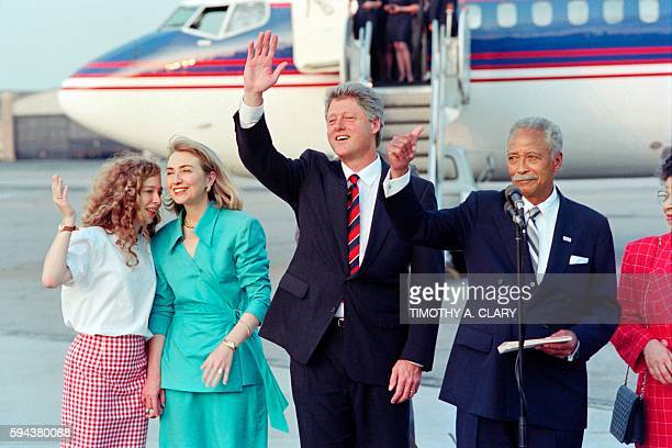 Democratic Presidential candidate Arkansas Gov Bill Clinton flanked by his wife Hillary and his daughter Chelsea and New york City mayor David...
