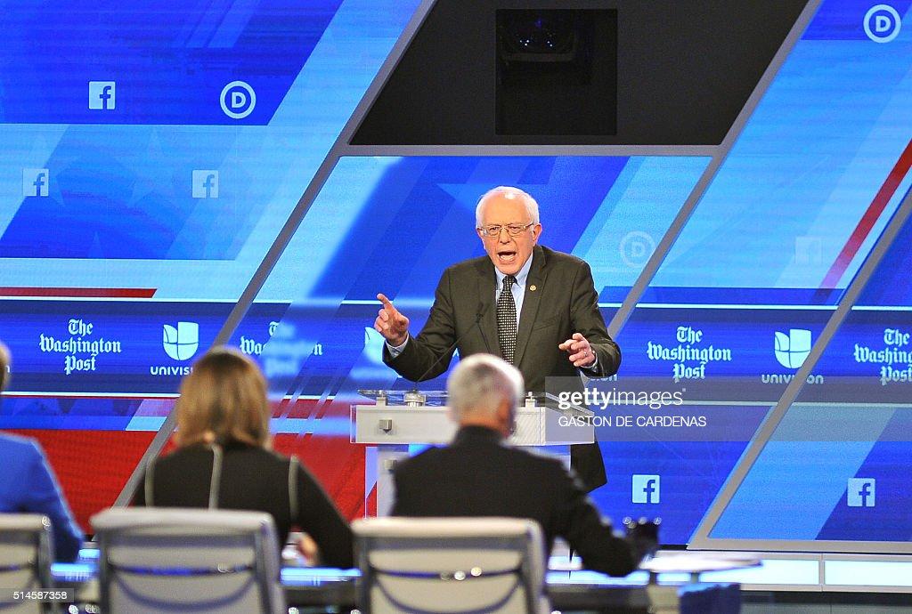 US-ELECTION-POLITICS-DEMOCRAT-DEBATE : News Photo