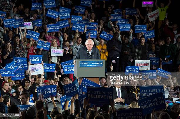 TOPSHOT Democratic Presidential Candidate Bernie Sanders speaks at the University of Iowa in Iowa City Iowa January 30 ahead of the Iowa Caucus / AFP...