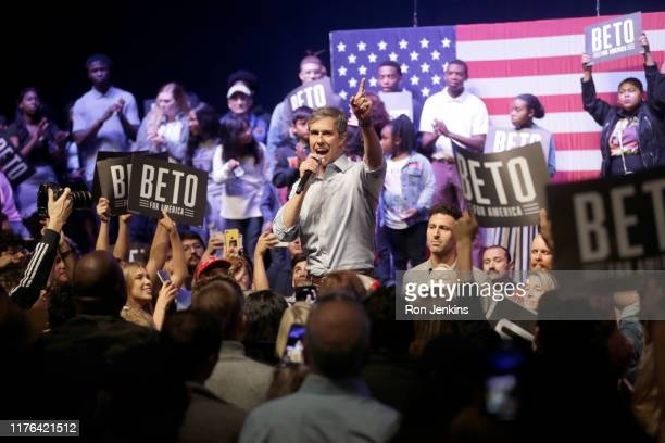 Democratic presidential candidate former Rep Beto O'Rourke speaks during a campaign rally on October 17 2019 in Grand Prairie Texas O'Rourkes Rally...