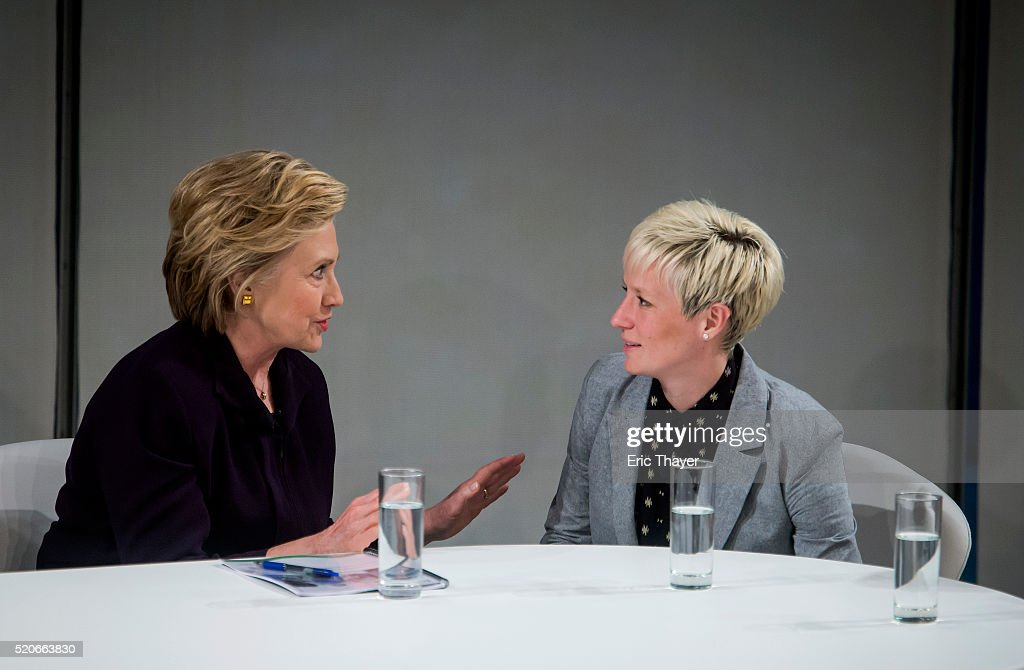 Democratic Presidential Candidate Hillary Clinton Attends Roundtable On Pay Equality In New York : News Photo