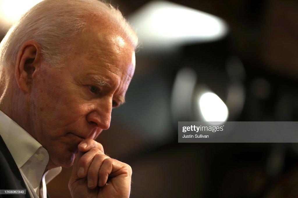 Democratic Presidential Candidate Joe Biden Campaigns In Iowa : ニュース写真