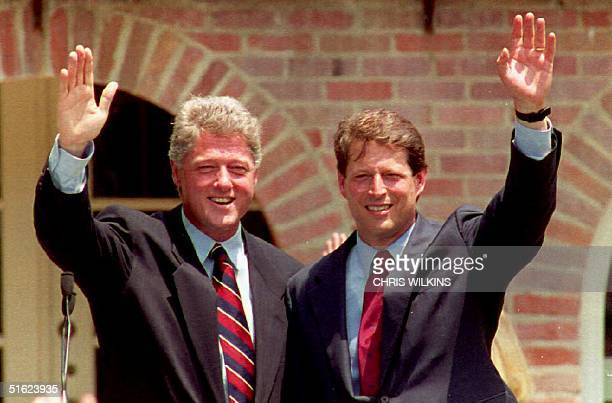 S Democratic presidential candidate Governor Bill Clinton waves to the crowd with US Senator Albert Gore of Tennessee 09 July 1992 after announcing...