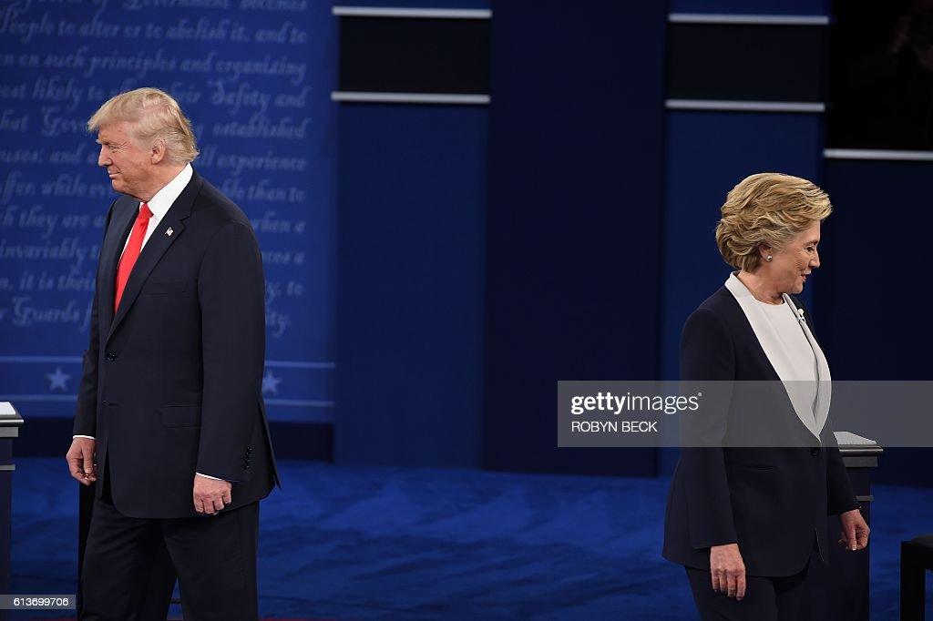 TOPSHOT-US-VOTE-DEBATE : News Photo