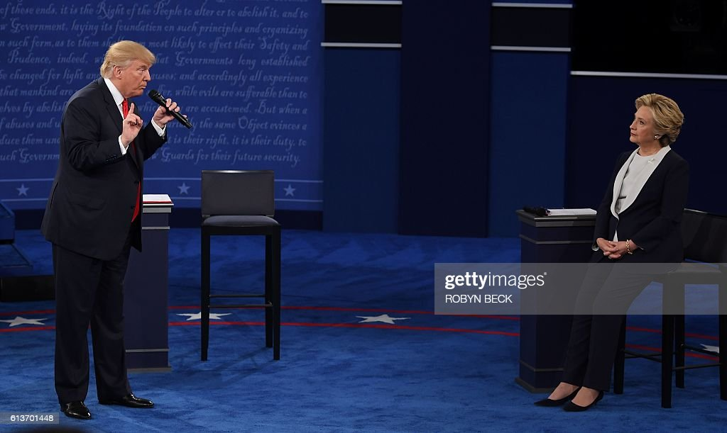 US Democratic presidential candidate Hillary Clinton (R) and US Republican presidential candidate Donald Trump debate during the second presidential debate at Washington University in St. Louis, Missouri, on October 9, 2016. / AFP / Robyn Beck