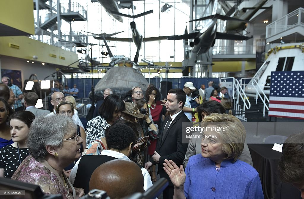 US-VOTE-DEMOCRAT-CLINTON : News Photo