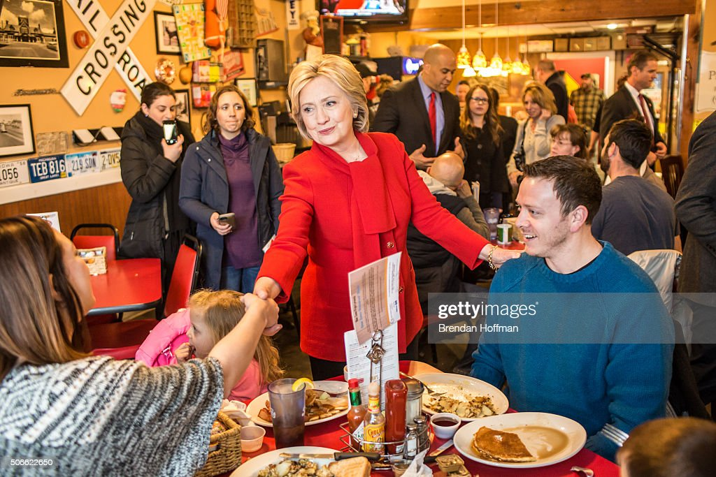 Democratic presidential candidate Hillary Clinton (C) greets diners at Riley's Cafe on January 24, 2016 in Cedar Rapids, Iowa. The Democratic and Republican Iowa Caucuses, the first step in nominating a presidential candidate from each party, will take place on February 1.