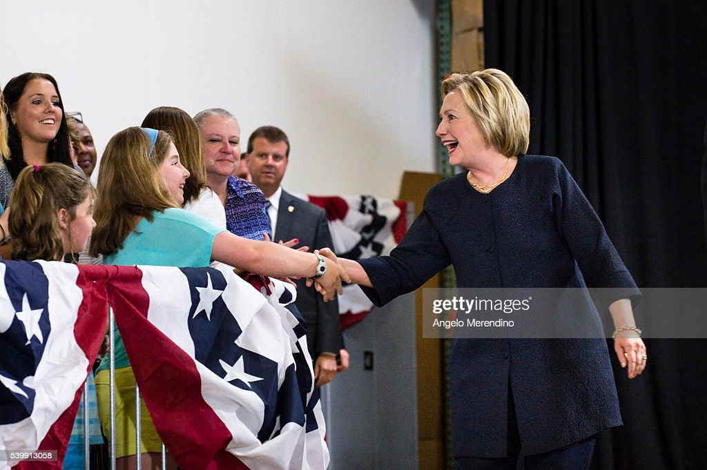 Democratic Presidential Candidate Hillary Clinton Campaigns In Cleveland, Ohio : News Photo