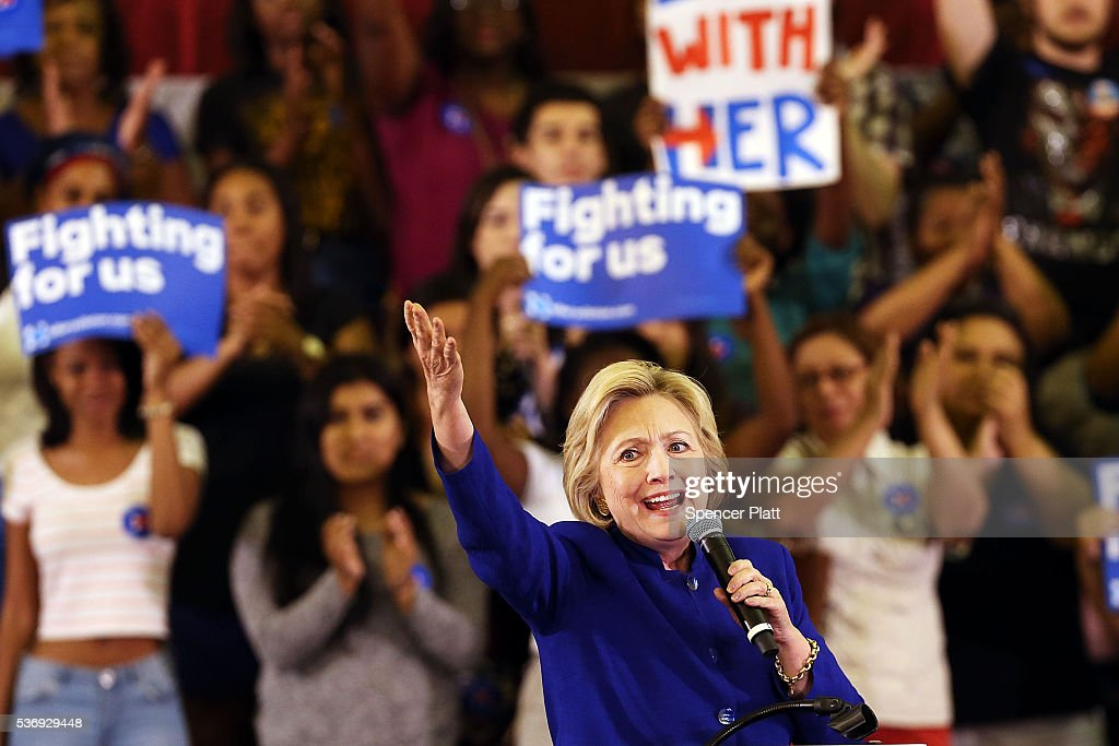 Democratic Presidential Candidate Hillary Clinton Holds Campaign Event In New Jersey With Jon BonJovi : News Photo