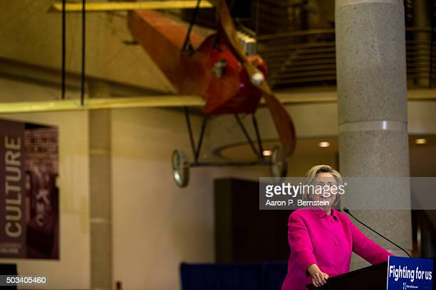 Democratic Presidential candidate Hillary Clinton speaks at the Iowa State Historical Museum on January 4 2016 in Des Moines Iowa Clinton is touring...