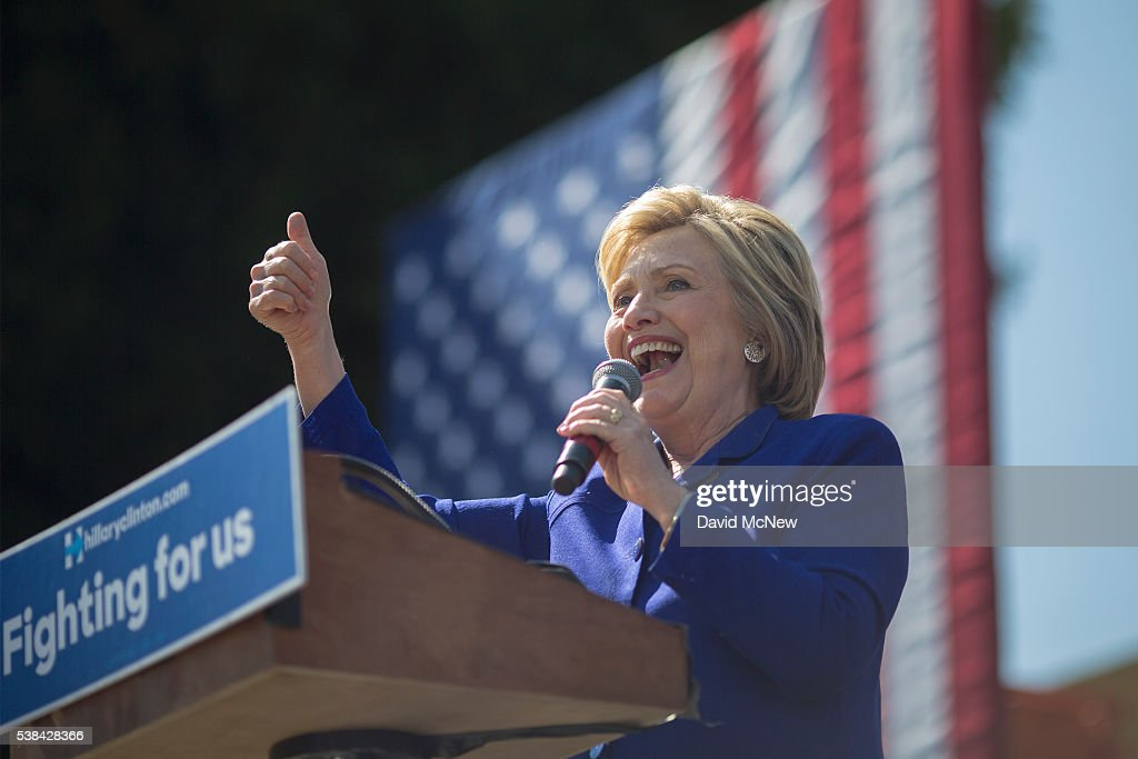 Hillary Clinton Attends Get Out The Vote Rally In Los Angeles : News Photo
