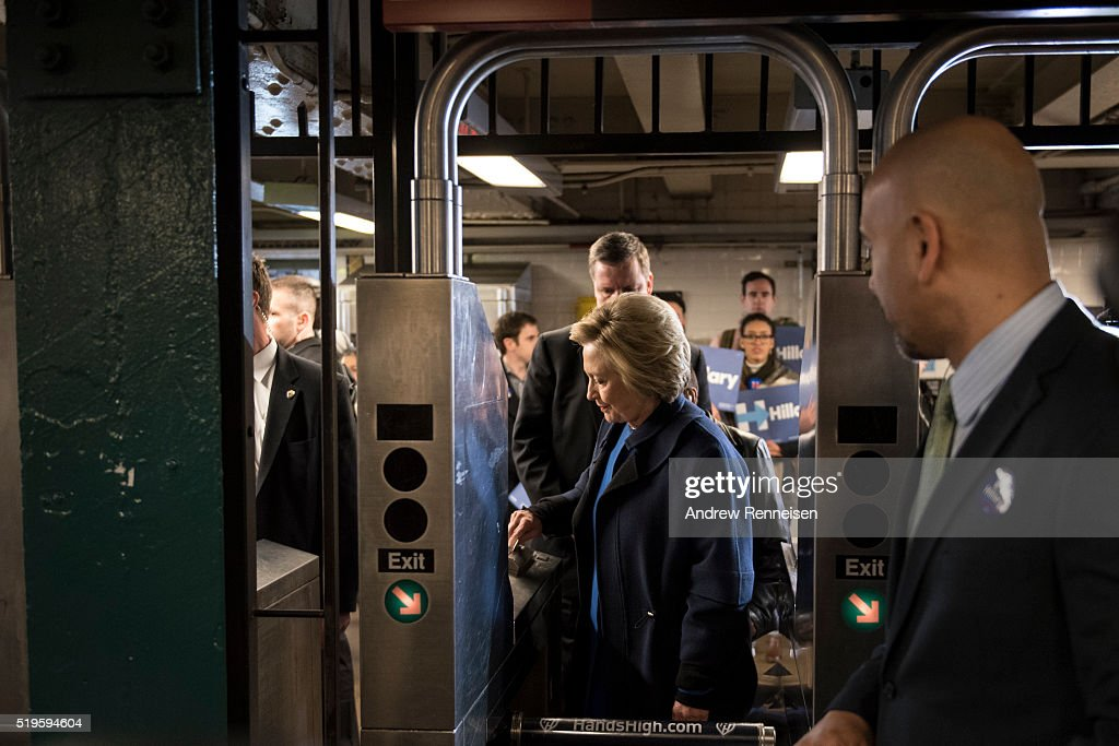 Democratic Presidential Candidate Hillary Clinton Campaigns In New York City : News Photo