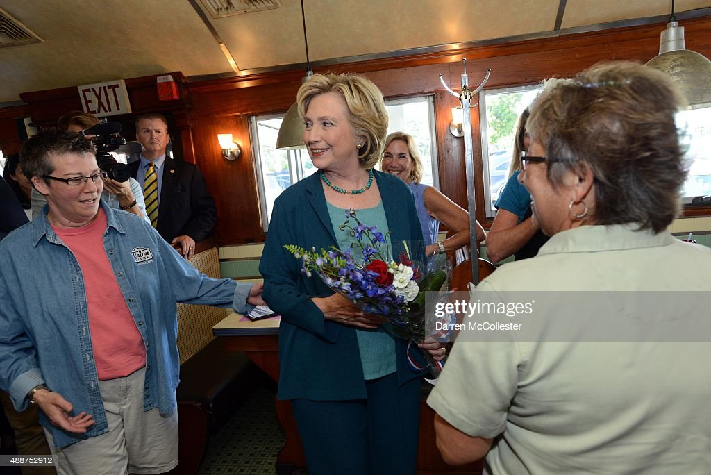 Democratic Presidential candidate Hillary Clinton visits with patrons at The Union Diner September 17, 2015 in Laconia, New Hampshire. Clinton spent the day campaigning and spoke at on substance abuse.