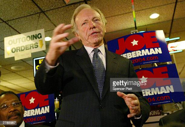 Democratic Presidential candidate Joe Lieberman addresses diners during a visit to Yolanda's Restaurant December 5 2003 in the Bronx borough of New...