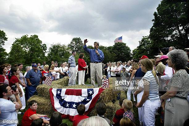 Democratic presidential candidate John Kerry delivers a speech at a barbecue with supporters and polical personalities at his wife Teresa's Rosemont...