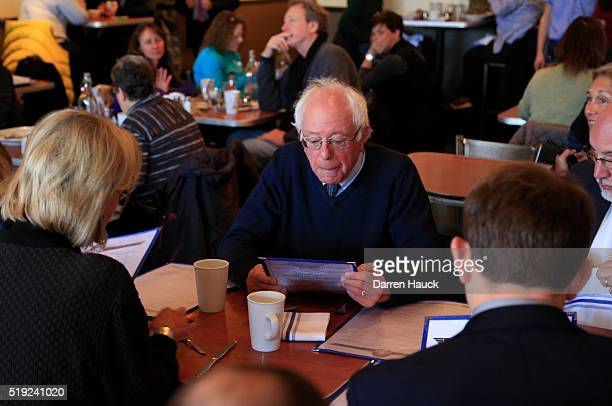Democratic presidential candidate Sen Bernie Sanders gets breakfast at Blue's Egg on April 5 2016 in Milwaukee Wisconsin Candidates are making last...