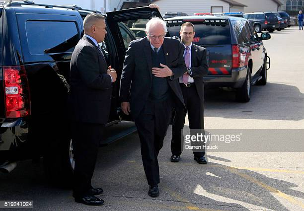 Democratic presidential candidate Sen Bernie Sanders gets breakfast at Blue's Egg on April 5 2016 in Milwaukee Wisconsin Candidates make last minute...