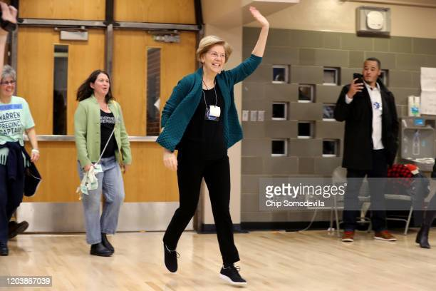 Democratic presidential candidate Sen Elizabeth Warren jogs into a caucus at Roosevelt High School February 03 2020 in Des Moines Iowa Iowa is the...