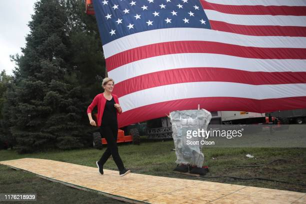 Democratic presidential candidate Sen Elizabeth Warren runs to the stage before speaking at the Polk County Democrats' Steak Fry on September 21 2019...