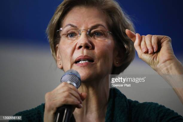 Democratic presidential candidate Sen. Elizabeth Warren speaks during a town hall event at Weeks Middle School on January 19, 2020 in Des Moines,...