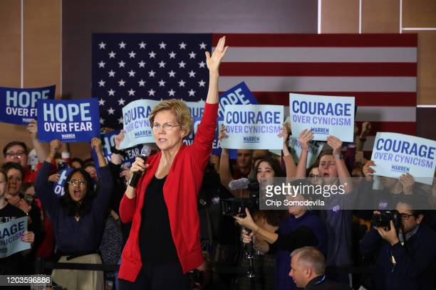 Democratic presidential candidate Sen Elizabeth Warren speaks during a campaign event at Hubbell Hall in the Kent Campus Center on the campus of...