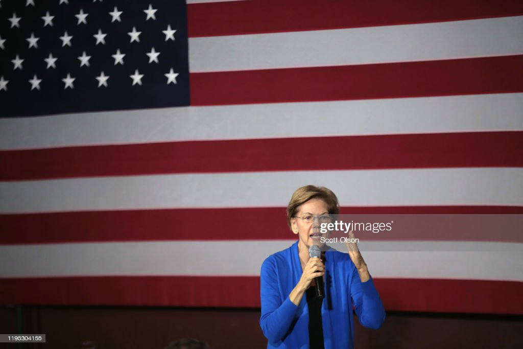 Presidential Candidate Elizabeth Warren Campaigns In Cedar Rapids, IA : News Photo